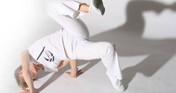 Capoeira movement, queda de rim, photo by Mark Himsworth